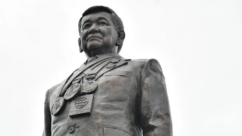 Память легендарного борца Жаксылыка Ушкемпирова увековечили в столице